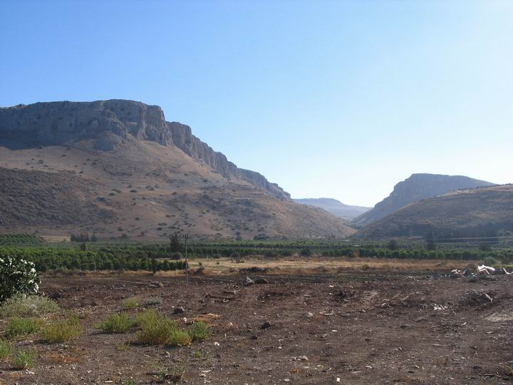 The Arbel cliffs in the back of Migdal.