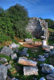 Khirbet Heshek: view of the ruins of the church