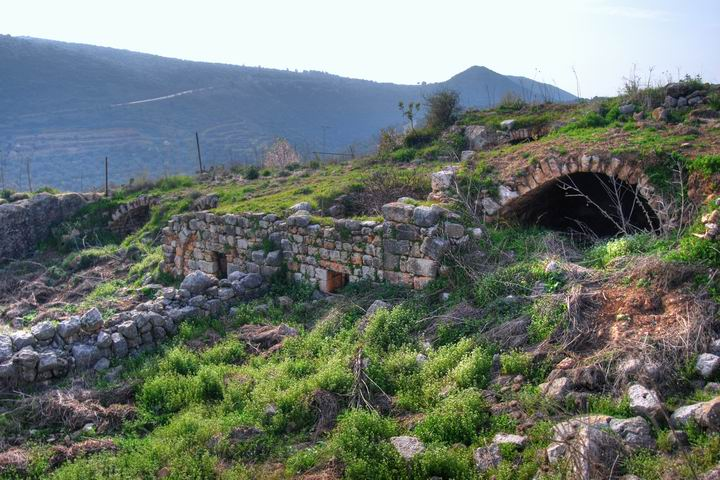 Hurvat (Khirbet) Mehoz  - southern structure and pool