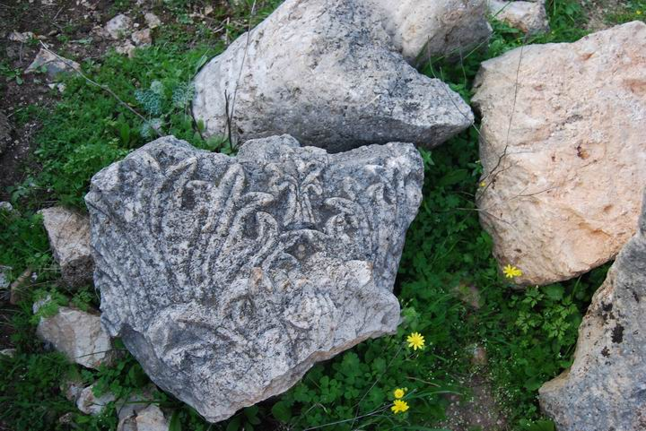 Khirbet Heskek: fragments on the floor of the church