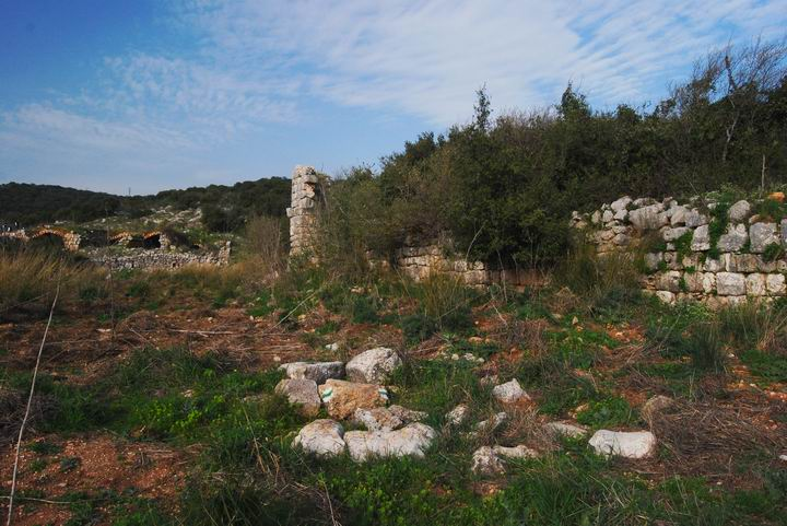 Hurvat (Khirbet) Mehoz : north-east structures
