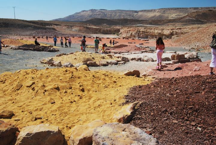 Ramon crater - Colored sand