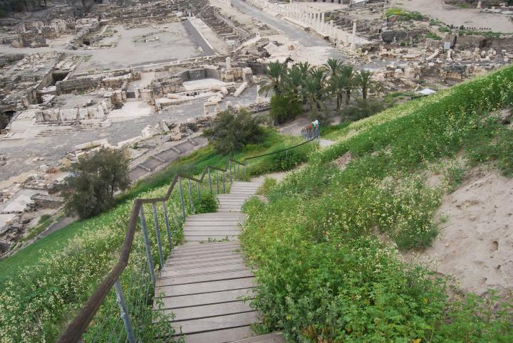 Tell Beit Shean - path connecting the two cities