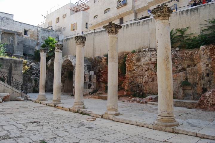 Cardo maximus from the street level.