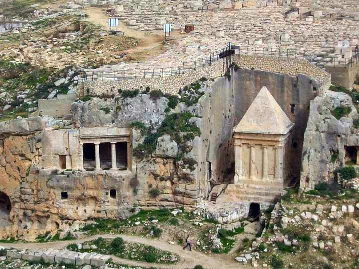 Tomb of Zechariah (right) and Bnei-Hezir cluster (Left).