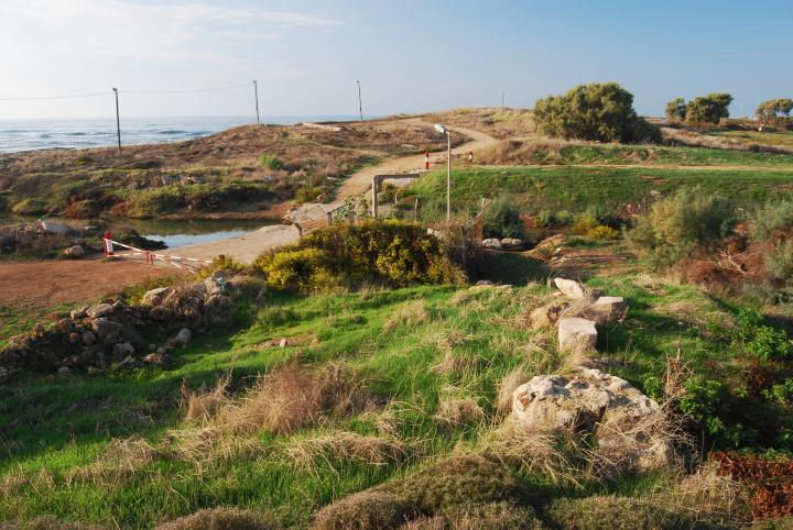 Shavey Zion : View of the Tell and Beit-Haemek creek